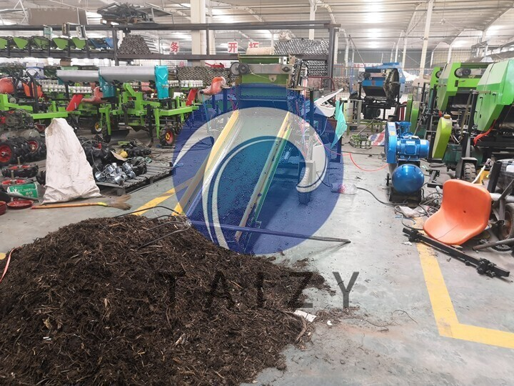 Working-scene-of-silage-packing-machine