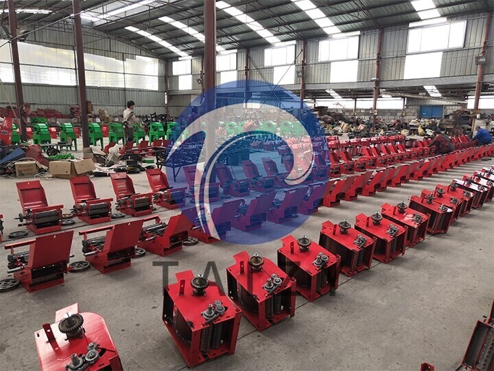 scene-of-producing-machine-of-the-chaff-cutter-manufacturer-2