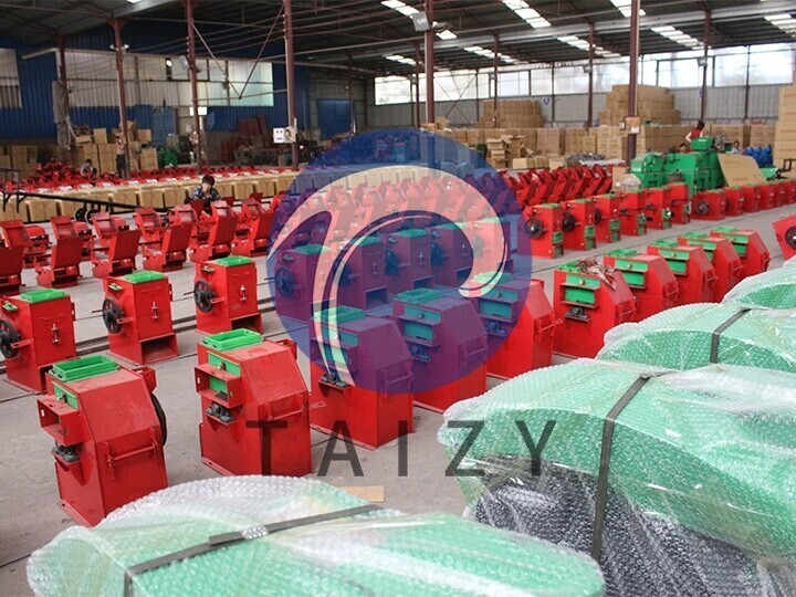 scene-of-producing-machine-of-the-grass-cutting-machine-manufacturer-3